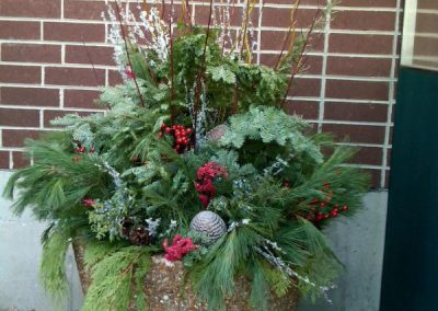 Exterior-Fresh-Holiday-planter