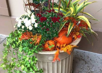 seasonal-exterior-planter