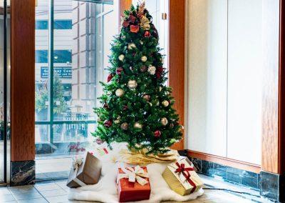 holiday tree decor